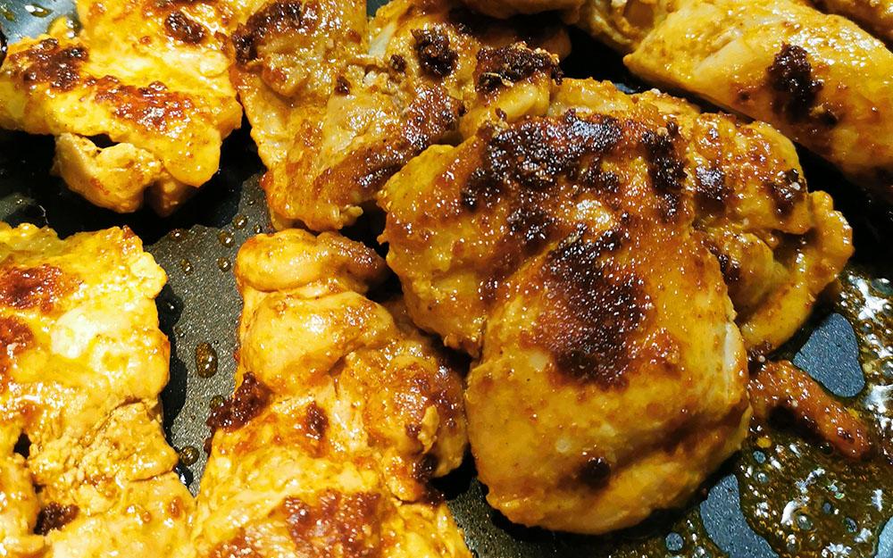 tandoori-kylling-med-cremet-spidskål-og-avocado-kylling